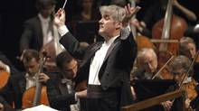 Pinchas Zukerman conducts the National Arts Centre Orchestra. (Paul Labelle)