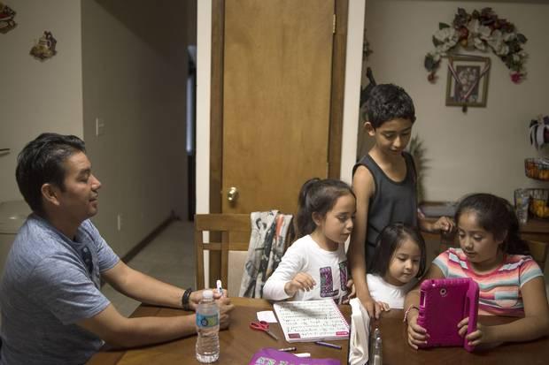 David De Jesús and his four children.