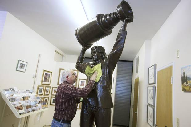 Artist Don Begg polishes up the Wayne Gretzky statue in his studio in Cochrane, Alberta, September 14, 2015.
