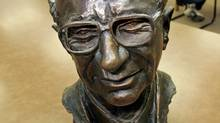 A bust of Milton Friedman, the Nobel Prize-winning economist who advocated an unfettered free market and had the ear of three U.S. presidents, sits on display at Stanford University in California on Nov. 16, 2006. (PAUL SAKUMA/AP)