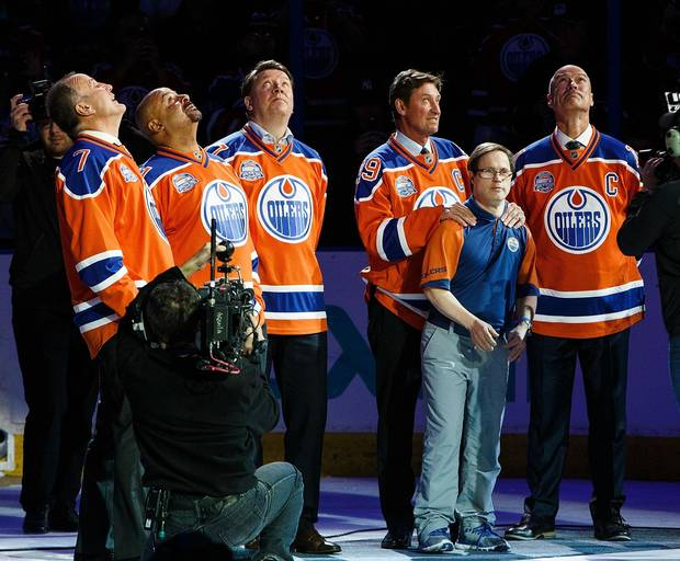 Former Oilers Paul Coffey, Grant Fuhr, Jari Kurri, Wayne Gretzky and Mark Messier along with longtime dressing room attendant Joey Moss watch as a banner is lowered during the closing ceremonies at Rexall Place April 6, 2016.