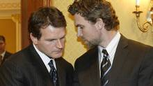 "Vincent Damphousse, left, seen huddling with Trevor Linden during the 2005 NHL lockout, says Paul Kelly was a victim ""of a kind of paranoia"". (Paul Chiasson/CP)"
