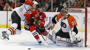 Chicago Blackhawks Patrick Kane (19) tries to score on Philadelphia Flyers goalie Brian Boucher (33) while Chris Pronger tries to stop him during the second period in Game 5 of the NHL Stanley Cup final hockey series in Chicago, Illinois. June 6, 2010. REUTERS/Shaun Best