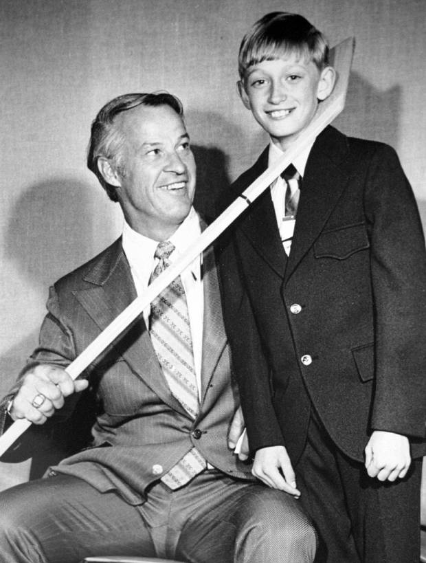 FILE PHOTO 1972 - Saying it will take a miracle to keep him from retiring, New York Rangers Wayne Gretzky will make an announcement on his future when he meets the media in New York April 16. Gretzky is shown standing with hockey great Gordie Howe (L) when he was 12-years-old in Brantford, Ontario, in 1972, the city Gretzky was born in.