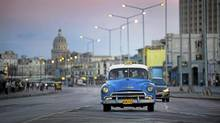 Motorists drive along the Malecon in Havana, Cuba Sept. 27/2001. For the first time since the revolution Cuban's will have the right to buy and sell cars. (Kevin Van Paassen/The Globe and Mail)