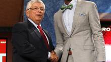 Terrence Ross (R) from the University of Washington shakes hands with NBA Commissioner David Stern after being selected by the Toronto Raptors as the eighth overall pick in the 2012 NBA basketball Draft in Newark, New Jersey, June 28, 2012 (ADAM HUNGER/REUTERS)