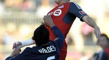 Toronto FC's Matt Stinson heads the ball (Michael Perez/The Associated Press)