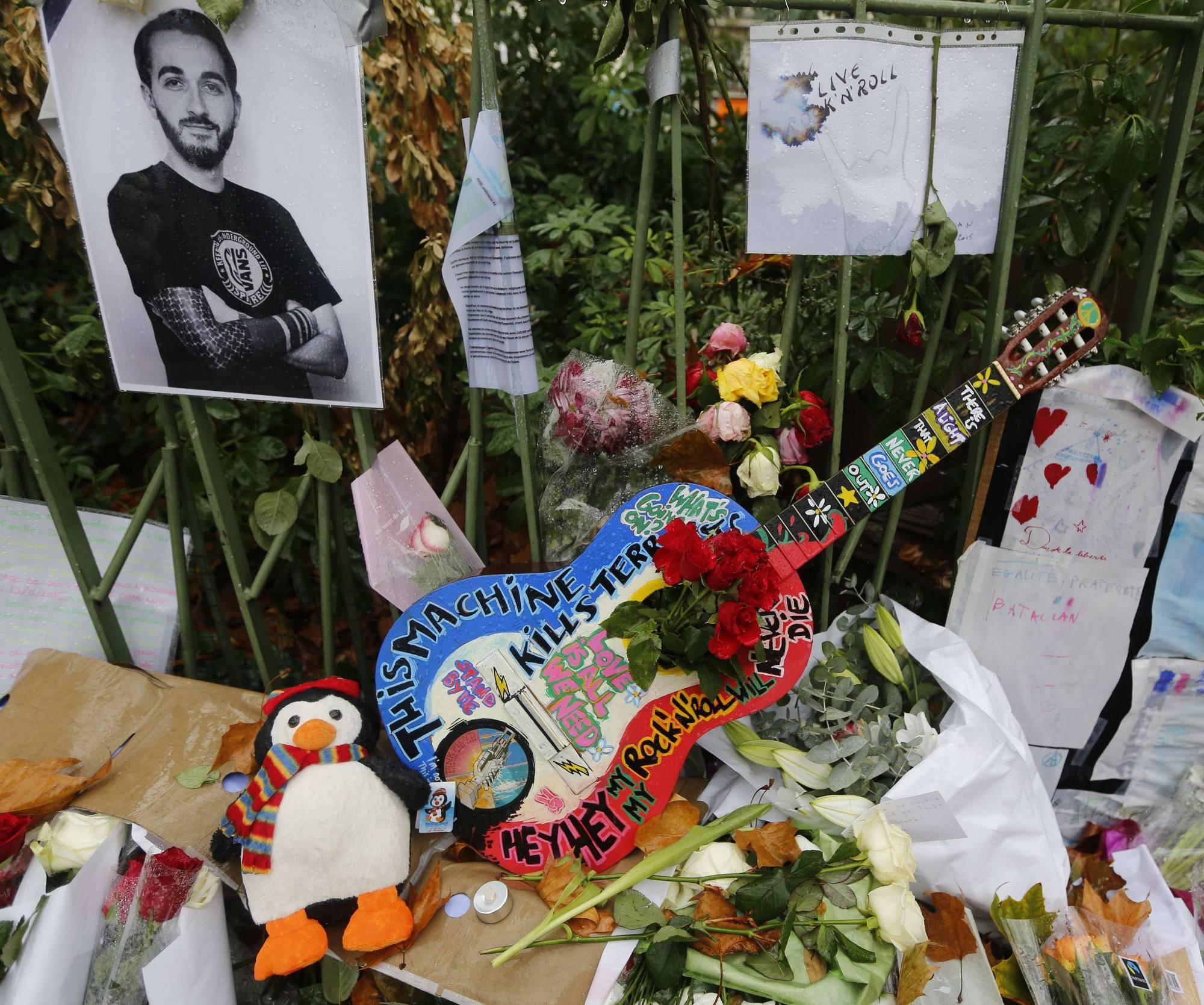 Defiant Parisians use art in the wake of terror attacks
