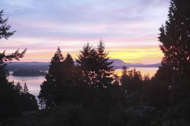 With Salt Spring's mild climate and relaxed vibe, people pass their days beachcombing, doing yoga, making artisan food products, and soaking up the thriving arts and music.