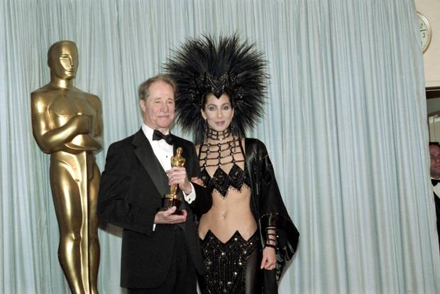 While her acting talent in Mask had been snubbed by the industry, Cher made her attendance in a Bob Mackie outfit at the 1986 ceremony impossible to ignore. Here, she is backstage with actor Don Ameche.