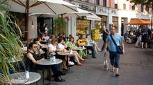 AMWX5B Germany Munich people sitting outside Interview cafe located at Gartnerplatz around the trendy Glockenbachviertel neighbourhood (Alamy)