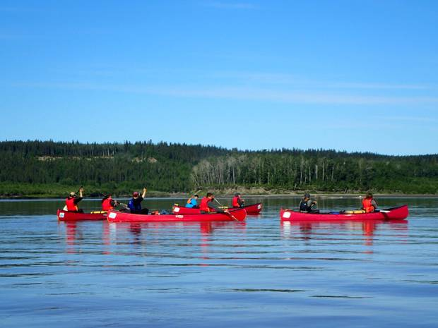 Students paddling the Mackenzie River as part of the Tracking Change project.