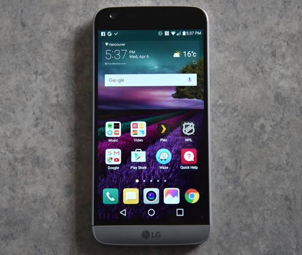 LG dramatically altered its design philosophy. The plastic and leather from years past has been replaced by a full metal body.