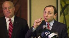National Hockey League (NHL) Commissioner Gary Bettman gestures in front of NHL deputy commissioner Bill Daly as he describes negotiations between the NHL and the NHL Players Association regarding the difficulties of their current labor talks in New York, December 6, 2012. (Reuters)