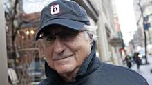 Bernard Madoff walks back to his apartment in New York December 17, 2008. (© Shannon Stapleton / Reuters)
