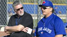 Toronto Blue Jays' manager John Gibbons, right, talks with former pitcher Jack Morris during team work outs at the team's MLB baseball spring training facility in Dunedin, Florida February 19, 2013. (Reuters)