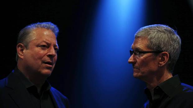 Former U.S. vice-president Al Gore, left, and Apple CEO Tim Cook converse before the Apple Worldwide Developers Conference in San Francisco on June 10, 2013. (STEPHEN LAM/REUTERS)