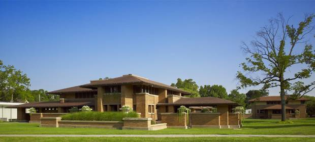 Wright's designs aimed to break the vertical, formal and front-facing conventions of domestic North American architecture.