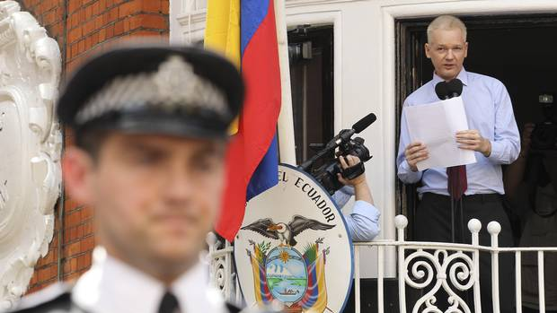 Wikileaks founder Julian Assange speaks to the media outside the Ecuador embassy in west London. (Olivia Harris/REUTERS)