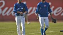 Toronto Blue Jays Maicer Izturis, left, and Emilio Bonifacio walk to the batting cage during a workout before a Major League Baseball spring training baseball game against the Baltimore Orioles in Dunedin, Florida, March 16, 2013. (STEVE NESIUS/REUTERS)
