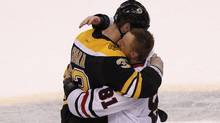 Boston Bruins' Zdeno Chara hugs Chicago Blackhawks' Marian Hossa after the Blackhawks won Game 6 of their NHL Stanley Cup Finals hockey series in Boston, Massachusetts, June 24, 2013 (Reuters)