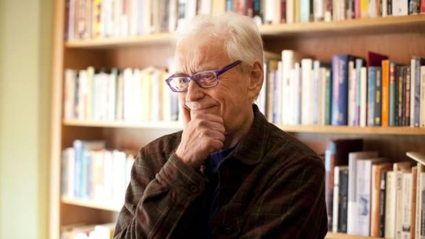 McFadden reveals having a form of Alzheimer's