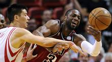Houston Rockets' Jeremy Lin, left, fouls Miami Heat's Dwyane Wade during the second half of their NBA basketball game in Miami, Florida, February 6, 2013. (Reuters)