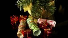 Money as Christmas presents (Elzbieta Sekowska/Getty Images/iStockphoto/Elzbieta Sekowska/Getty Images/iStockphoto)