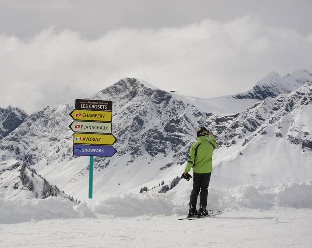 Despite the vastness, it's easy to schuss from country to country, thanks to trail signs that point in the direction of each resort.