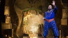 James Monroe Iglehart in Aladdin. (Cylla von Tiedemann)
