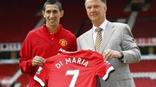 Manchester United's new signing Angel Di Maria poses for a photograph with his shirt and with manager Louis van Gaal at Old Trafford in Manchester, northern England August 28, 2014. (DARREN STAPLES/REUTERS)