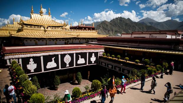 Chinese tourists gaze out from the roof of the Jokhang Temple in Lhasa on Sept. 10.