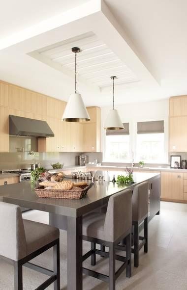 For the kitchen of a new home in leafy West Vancouver, designer Kelly Deck chose a farmhouse theme with a modern, masculine edge. (Barry Calhoun/Barry Calhoun Photography)