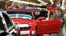 Workers on General Motors 'flex line' build automobiles in Oshawa, Ont. (Kevin Van Paassen/Staff)