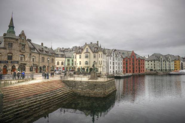 One of the most exciting cities of Norway is not far away from Bergen: Alesund has a lot to explore
