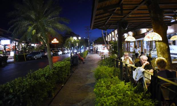 Diners enjoy a warm evening on Calle Central, Tamarindo.