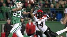 Saskatchewan Roughriders slotback Andy Fantuz, left, makes a catch on Sept. 17, 2010. (Troy Fleece/The Canadian Press/Troy Fleece/The Canadian Press)