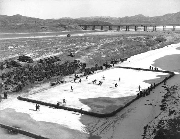 Hockey championship match between teams of 1st Battalion P.P.C.L.I. and 2nd Battalion Royal 22e Regiment, on the Imjin River (referred to as