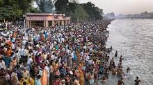 End of day bathing at royal bath day, Kumbh Mela 2010 Watermark (Edward Burtynsky)