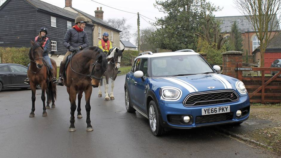 Review 2017 Mini Countryman Is The Biggest Mini Yet And Doesnt