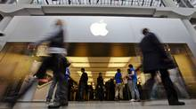 Apple sales beat the Street (MARK BLINCH/REUTERS)