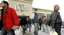 Patrons line up to get into an LCBO outlet as others leave after stocking up with their New Years eve beverages in Mississauga, Ont., in 2007. (J.P. Moczulski/J.P. Moczulski/The Canadian Press)