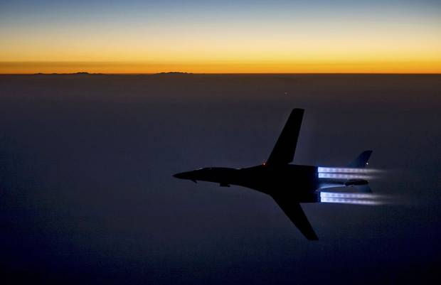 A U.S. Air Force B-1B Lancer supersonic bomber flies over northern Iraq after conducting air strikes in Syria against IS targets September 27, 2014.