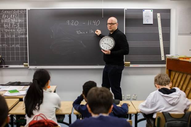 Rami Salminen teaches class 6A.