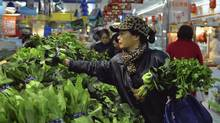 A customer selects vegetables at a supermarket in Hangzhou, Zhejiang province, China, Jan. 11, 2013. China's inflation rate accelerated in December on rising food prices. (CHINA DAILY/REUTERS)