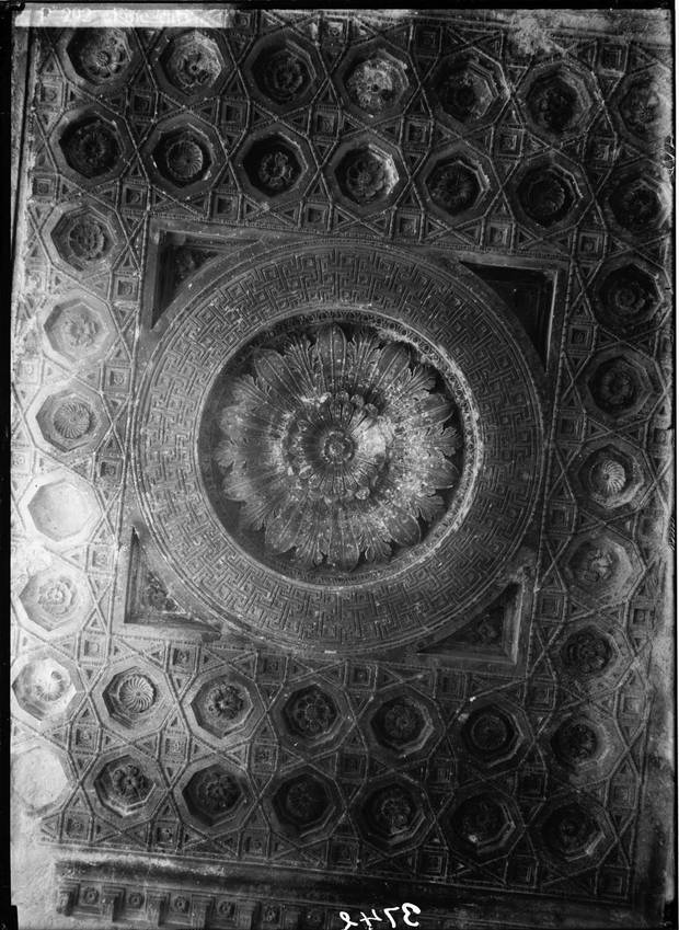 The ceiling in the Temple of Bel, shown some time between 1920 and 1933.