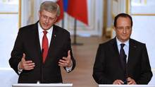 France's President Francois Hollande and Canada's Prime Minister Stephen Harper attend a joint news conference at the Elysee Palace in Paris, June 14, 2013. (CHARLES PLATIAU/REUTERS)
