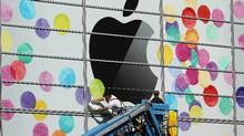 Workers apply the Apple logo the outside of the Yerba Buena Center for the Arts on February 28, 2011 in San Francisco, California. (Justin Sullivan/Getty Images/Justin Sullivan/Getty Images)