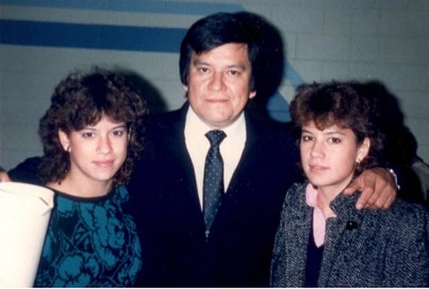 Ms. Wilson-Raybould and her sister with their father, Bill Wilson.