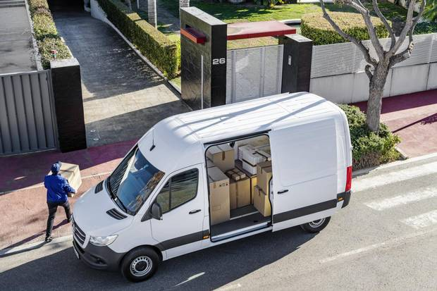 The new Sprinter looks similar to the current model, though it's 105 mm slimmer thanks to more aerodynamic mirrors.
